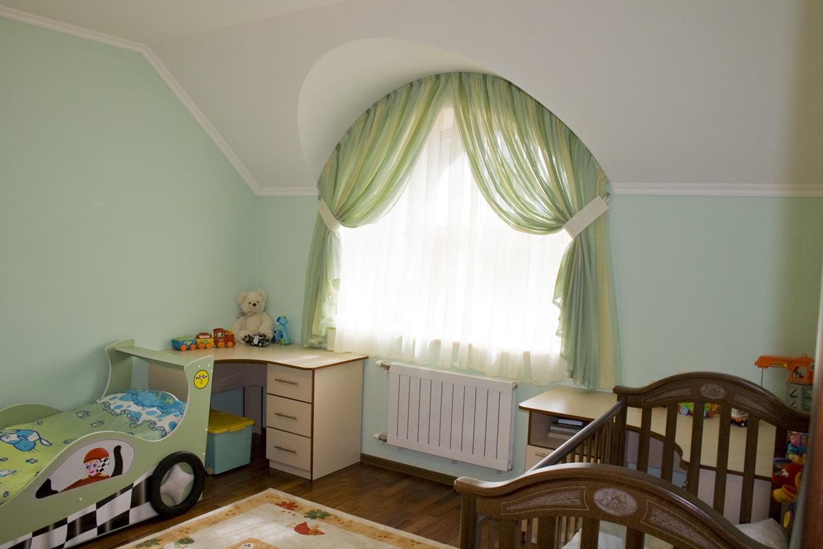 Выбор ткани и карниза для детских штор